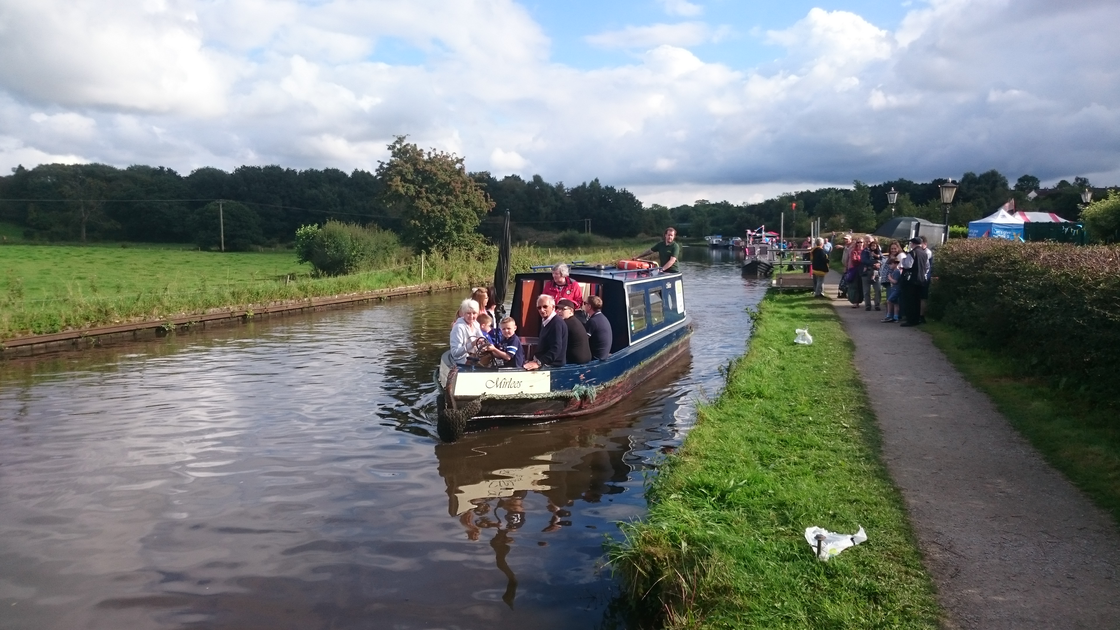 Skippered daily canal boat hire